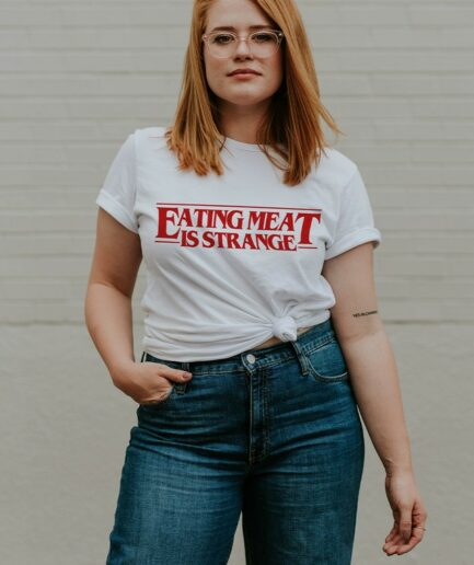 eating_meat_is_strange_ladies_organic_shirt weiss