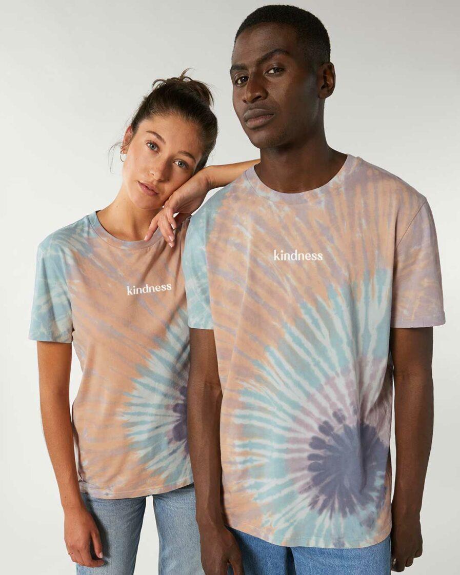 kindness-tie-dye-organic-shirt couple