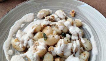 Gnocchi mit veganer Knoblauch-Walnusssoße