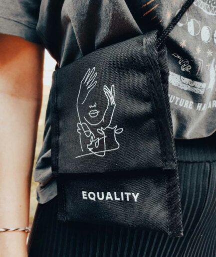 Equality recycelte Umhängetasche